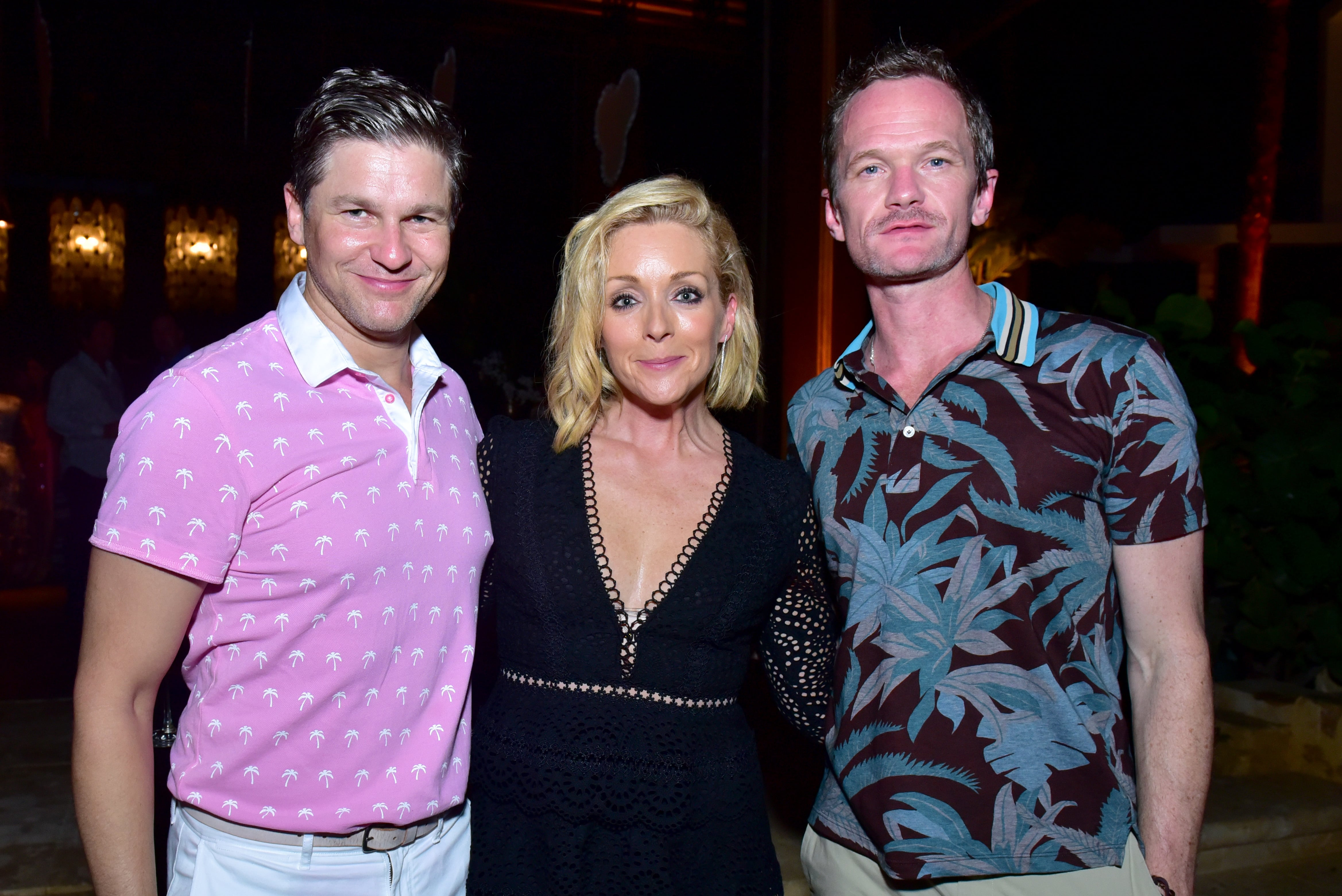 David_Burtka,_Jane_Krakowski,_and_Neil_Patrick_Harris.jpg