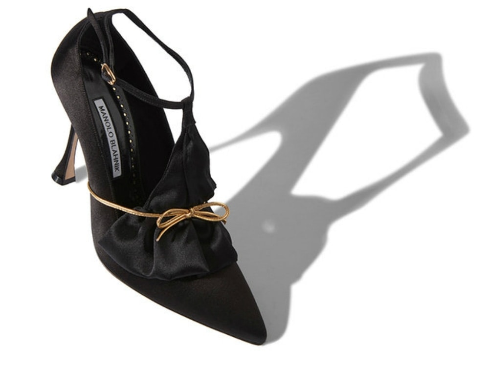 Manolo_Blahnik_Black_Satin_Pumps